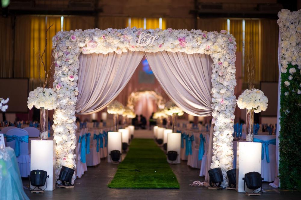 Trang trí phông sân khấu tiệc cưới, hội trường đám cưới đẹp ở Hà Nội